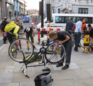 People fixing their bikes
