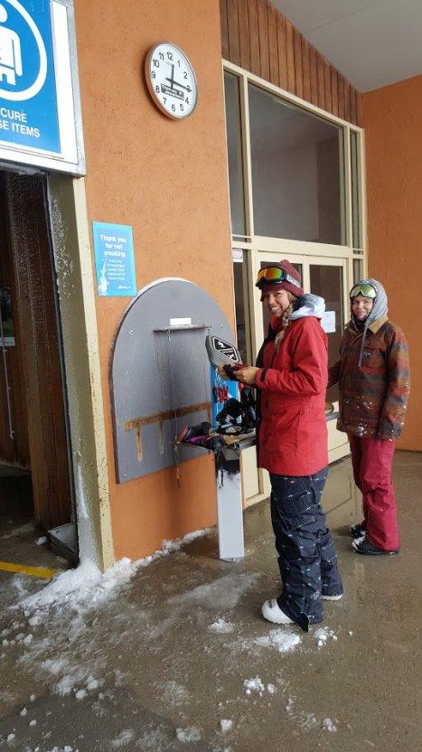 ski snowboard repair station. Black Bedroom Furniture Sets. Home Design Ideas